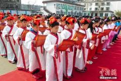 """济南小学生着古装体验""""民俗节"""""""