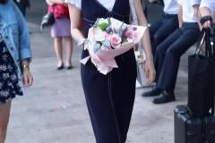 高圆圆白Tee背带裙尽显简单精致