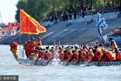 哈尔滨端午节万名市民松花江上观看龙舟和帆船、赛艇表演
