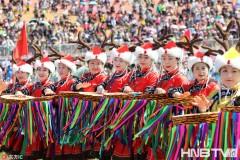 来乌日贡大会感受民族文化 射箭顶杠看赫哲族独特精神风貌