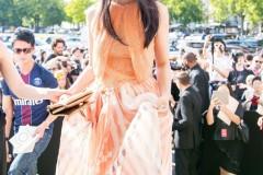 汤唯橙色长裙亮相秀场 优雅迷人仙女范儿十足