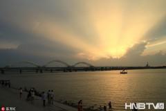 哈尔滨松花江畔云影靓丽惹人醉(组图)