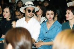 张歆艺袁弘夫妇与人热聊 二姐频频大笑狂送表情包