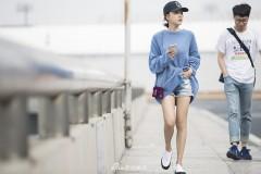 杨蓉现身机场十足少女感 网友追问行程