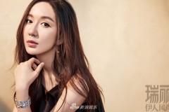 娄艺潇携闺蜜演绎自然时尚大片