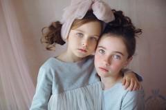 天使般美丽童颜的小女孩