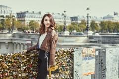 王晓晨巴黎街头自然洒脱 造型多变上演秋日时尚
