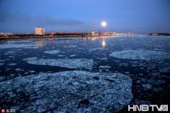 黑龙江黑河进入封江前的流冰期 冰河交融呈现流光美景(组图)
