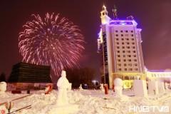 """瑞雪纷飞兆丰年 中俄""""两国一城""""在黑龙江上燃放礼花迎新年"""
