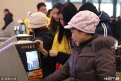 哈尔滨火车站强化安检打造平安春运(组图)