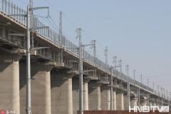 哈佳铁路哈尔滨特大桥电气化设施已完装(组图)