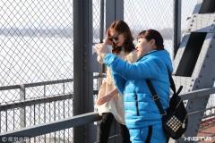 哈尔滨气温回升 市民走出家门享春光(组图)