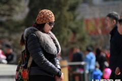 哈尔滨寒潮最低气温破冰点 满街市民再穿羽绒服回到冬天(组图)