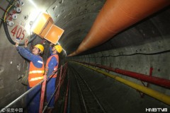 探访哈尔滨地铁过江隧道施工现场  工人加紧建设保畅通(组图)