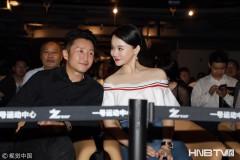 冉莹颖被任命为世界拳击理事会主席 露香肩与邹市明出席活动大秀恩爱