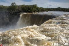 镜泊湖吊水楼瀑布 一天里从气势磅礴到细流淙淙